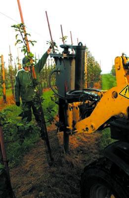 Abbruchhammer mit Pendelaufhängung  ermöglicht ein automatisches Ausrichten und somit senkrechte Pflanzlöcher
